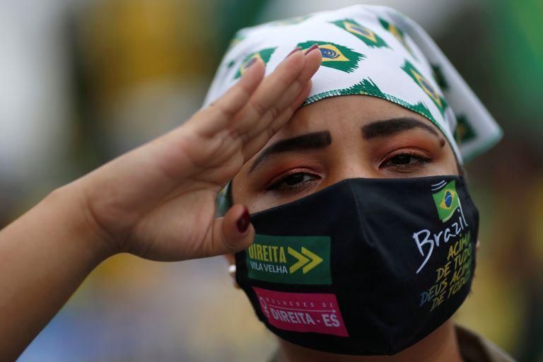 Apoiadora de Bolsonaro durante manifestação contra o STF, em 9 de maio em Brasília.