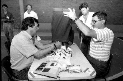 Apuração eleitoral em Porto Alegre em 1992, época dos votos em papel.
