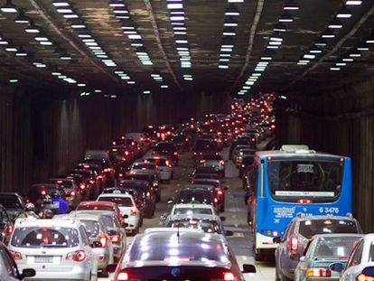 Trânsito pesado no tunel sob o túnel Anhangabaú, em 2012.