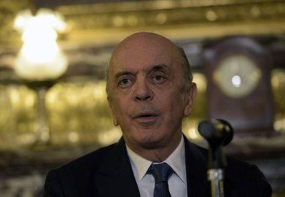 Serra em uma coletiva de imprensa na Argentina, que o chanceler interino escolheu visitar primeiro.