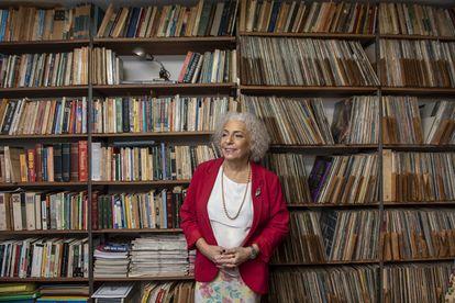 Letícia Lanz em sua casa, em Curitiba. Socióloga é a única mulher trans a disputar uma prefeitura entre as capitais.