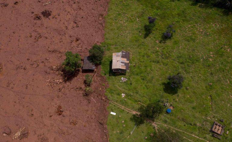 Vista aérea de um local afetado pelo rompimento da barragem de Brumadinho.