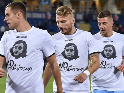 Marusic, Immobile e Milinkovic-Savic com camisetas de Anne Frank.