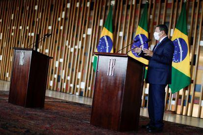 O vice-presidente Hamilton Mourão durante uma entrevista coletiva da qual Ricardo Salles deveria ter participado.