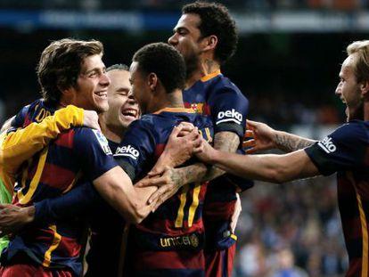 Jogadores do Barcelona comemoram um dos gols.