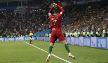 Cristiano Ronaldo comemora seu terceiro gol contra a Espanha.