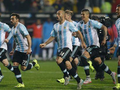 Os jogadores argentinos celebram a classificação.