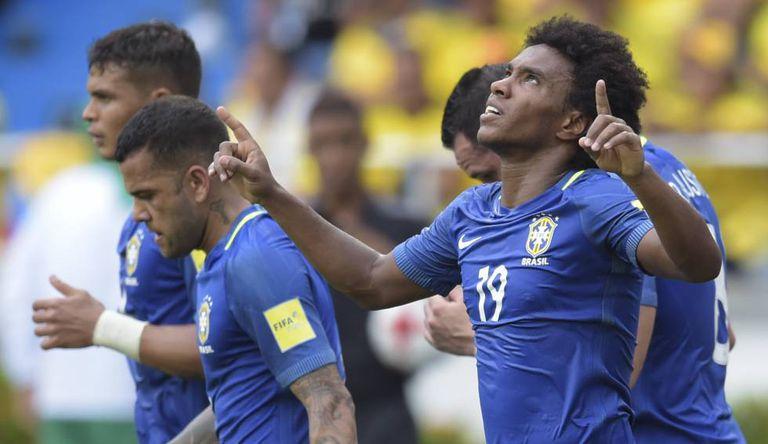 Willian comemora gol marcado no primeiro tempo.