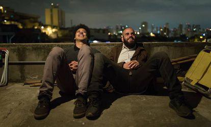 Os personagens Biriba (Luis Navarro) e Salim (Henrique Santana), da série 'Pico da Neblina'.