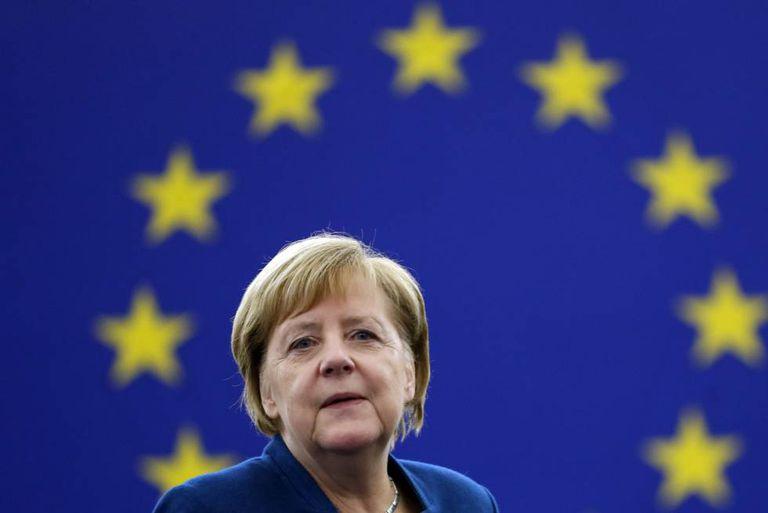 Angela Merkel, ao início do debate no Parlamento Europeu.
