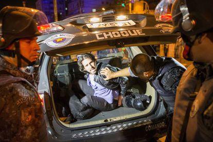 O advogado Daniel Biral ao ser detido.