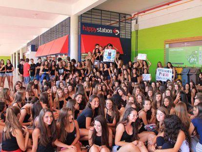Protesto na escola Colégio Anchieta, de Porto Alegre.