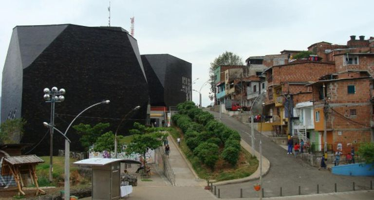 A Biblioteca Plaza España em Medellín, na Colômbia.