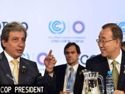 Ban Ki-moon (direita) e o presidente da COP, Manuel Pulgar.
