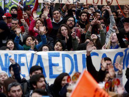Jovens se mobilizam para exigir um novo modelo de educação.