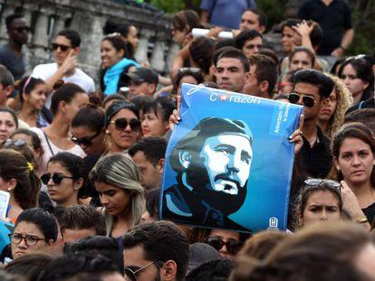 Centenas de jovens se reúnem em Havana para homenagear Fidel
