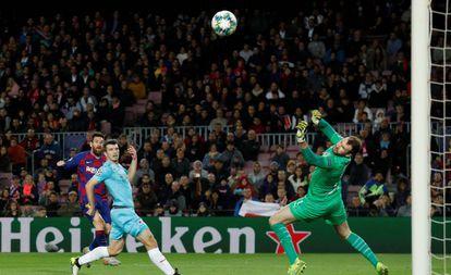 Kolar fez grande defesa em chute de Messi.