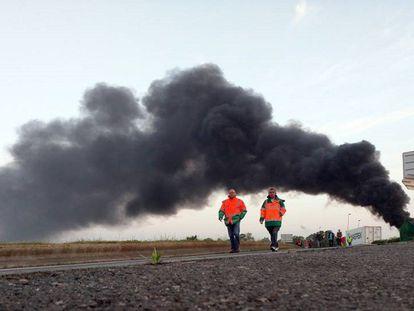 Dois sindicalistas em Havre (oeste da França).