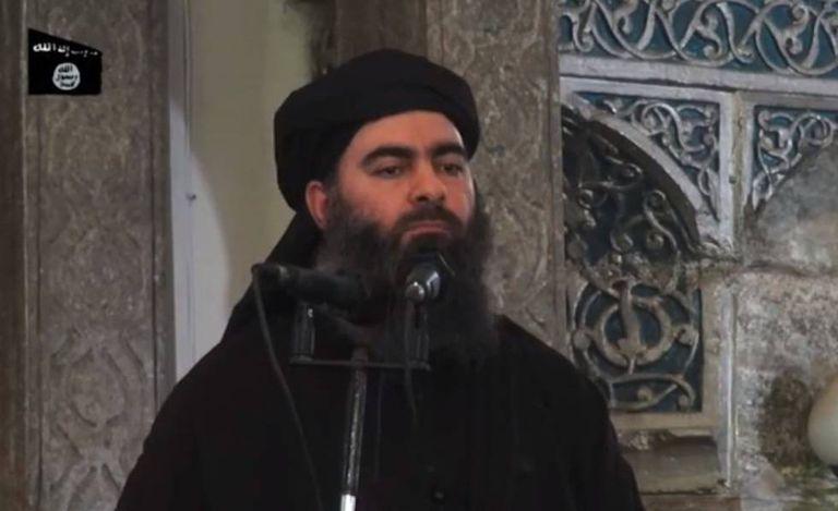 Ao Bagdadi proclama o califato na mesquita de Mosul em 2014.