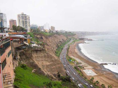 Vista da Costa Verde de Lima, no Peru.