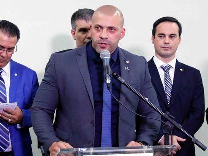 O deputado federal Daniel Silveira discursa em evento em homenagem a policiais militares na Câmara, em fevereiro de 2020.
