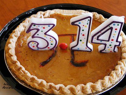 Um bolo elaborado por um blogueiro em 14 de março de 2010.