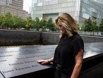 En el 20º aniversario del 11-S, Terry Strada, presidenta de la asociación de Familias y Supervivientes del 11-S Unidos Contra el Terrorismo, en el monumento conmemorativo en Nueva York 9/10/2021