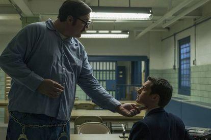 Cameron Britton e Jonathan Groff em 'Mindhunter'.