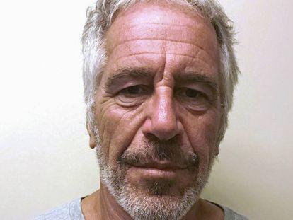 Fotografia de Jeffrey Epstein no registro de delinquentes sexuais.