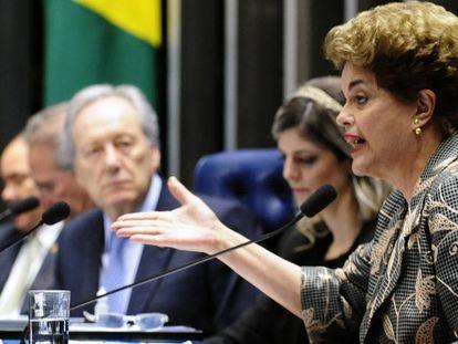 Presidenta afastada Dilma Rousseff se defende no Senado.