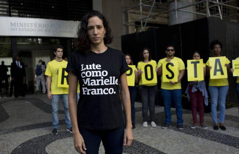 Viúva de Marielle Franco, Monica Benicio, participa de manifestação que marcou os três meses do assassinato da vereadora no Rio de Janeiro.