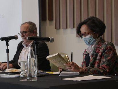 Rodrigo Londoño, presidente do partido político criado pela extinta guerrilha FARC, e Luz Marina Monzón, diretora da Unidade para a Busca dos Desaparecidos.