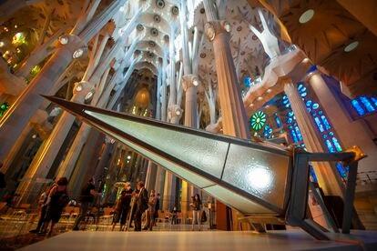 Uma das pontas da cruz luminosa que coroará a torre de Maria da Sagrada Família de Gaudí.