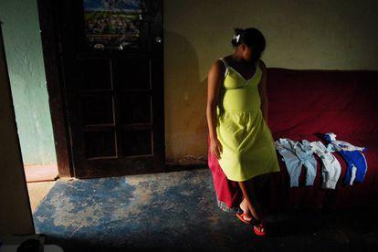 Jovem brasileira grávida.