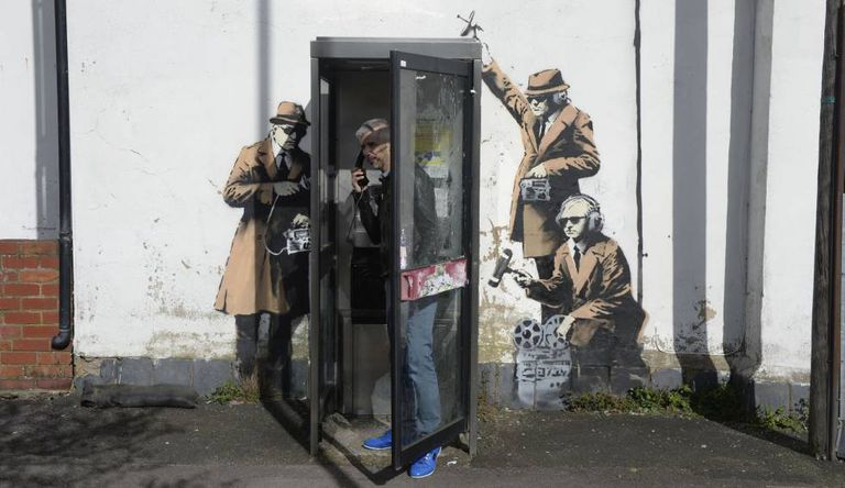 A obra de Banksy 'Spy Booth'