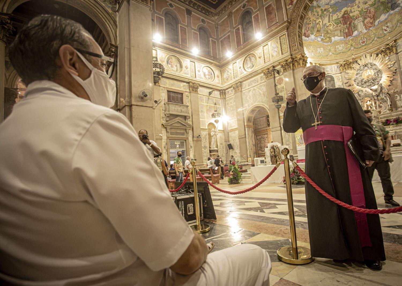 O arcerbispo Dom Alberto Taveira durante missa/ TARSO SARRAF