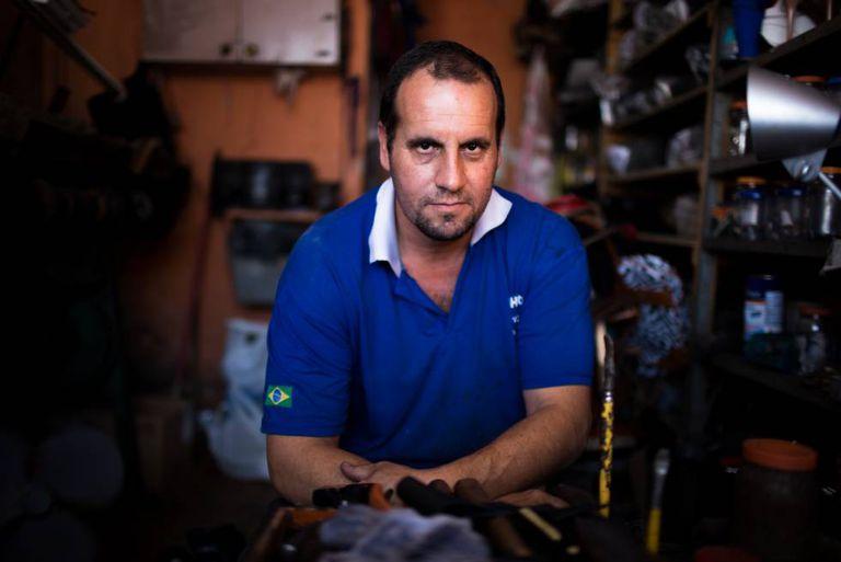 O sapateiro Márcio Ferreira, morador da zona leste de SP.