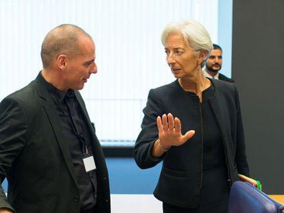 Lagarde conversa com Varoufakis em Luxemburgo.
