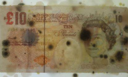 Uma nota de 10 libras com a figura da rainha da Inglaterra