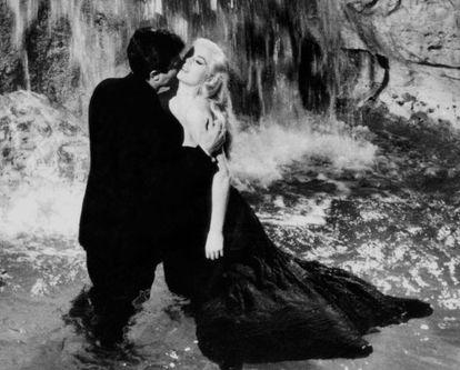 Marcello Mastroianni e Anita Ekberg em 'A Doce Vida'.