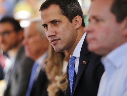 Juan Guaidó se reúne com representantes sindicais em Caracas, em fevereiro passado.