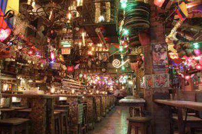 Decoração caótica no interior do restaurante Andrés Carne de Rês, em Chía (Colômbia).