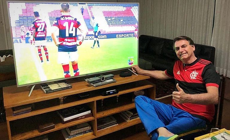 Presidente assiste final do Campeonato Carioca transmitida pelo SBT.