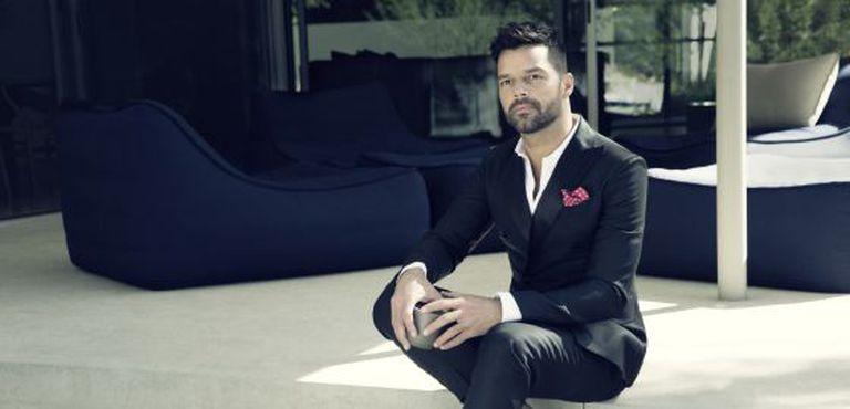 Ricky Martin lança novo álbum.