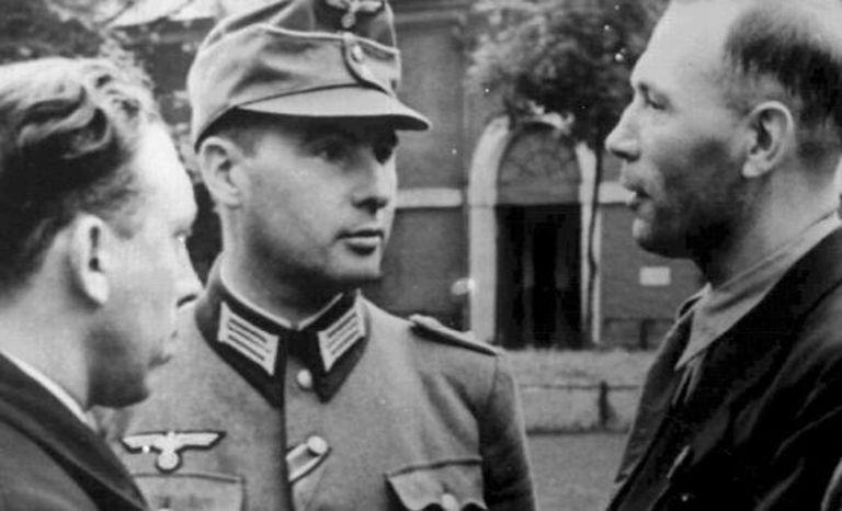 León Degrelle (no centro da imagem, tomada durante a II Guerra Mundial) refugiou-se em Espanha.