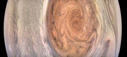 Imagem com cor melhorada, criada com os dados enviados pela sonda Juno.