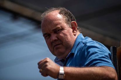 O candidato à presidência Rafael López Aliaga durante um comício de campanha em março de 2021.