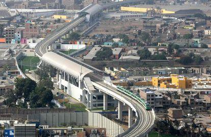 A capital peruana inaugura sua primeira linha de metrô (na foto). Lima já concedeu as duas seguintes a duas empresas espanholas, a FCC e a ACS.
