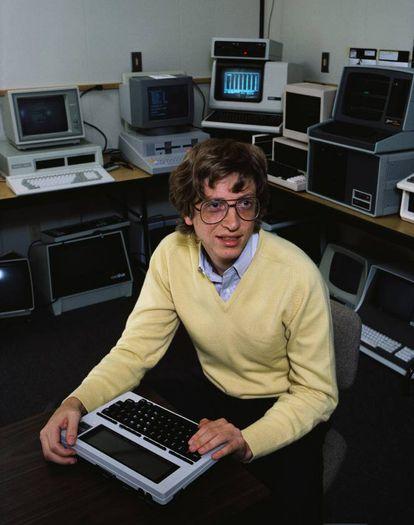 Bill Gates (1955, EUA) tinha 21 anos quando fundou, com Paul Allen, a Microsoft. A empresa de software, que surgiu em 1975, transformou Gates no homem mais rico do mundo, com uma fortuna de 82,6 bilhões de dólares (256 bilhões de reais). Dinheiro que, em grande parte, doa para o desenvolvimento de países africanos.