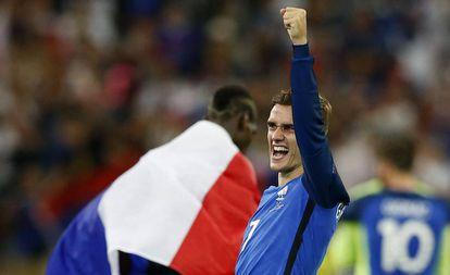 Antoine Griezmann comemora a vitória contra a Alemanha.